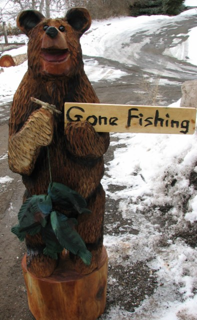 Gone Fishing Bear chainsaw carving